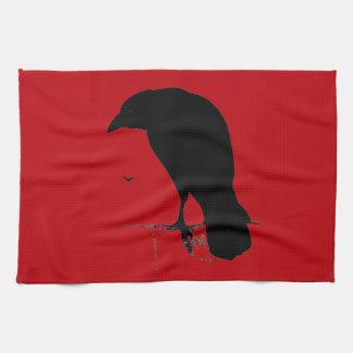 Cuervo del vintage en plantilla roja sangre toallas de mano