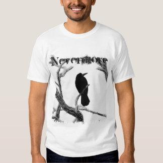 Cuervo Edgar Allan Poe del invierno de B&W nunca Playeras