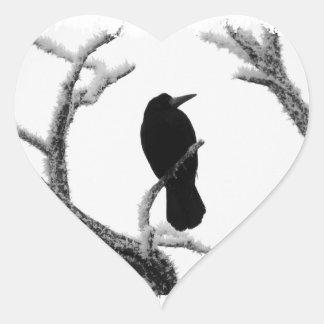 Cuervo Edgar Allan Poe del invierno de B&W Pegatina Corazon