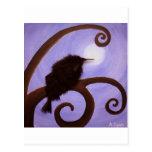 Cuervo en claro de luna postal