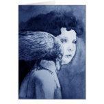 Cuervo en mis tarjetas en blanco del hombro