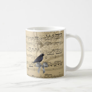 Cuervo en una hoja de música tazas de café