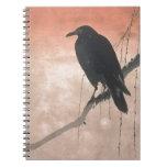 Cuervo en una rama del sauce libro de apuntes con espiral