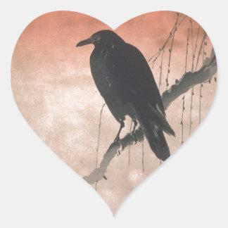 Cuervo en una rama del sauce calcomanías de corazones personalizadas