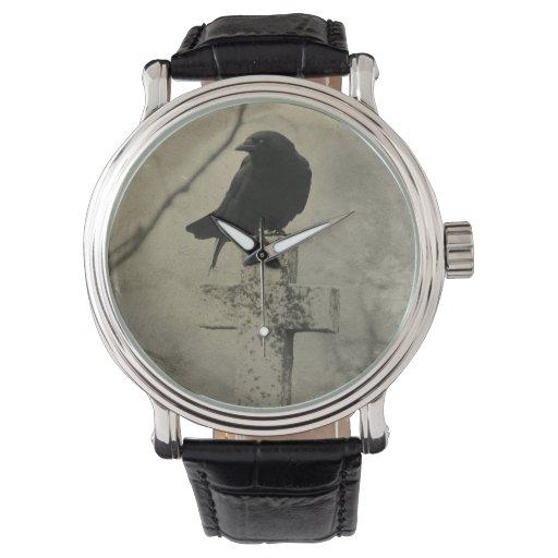 Cuervo gótico en cruz relojes