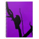 Cuervo gótico en púrpura cuadernos