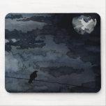 Cuervo iluminado por la luna - arte de la Luna Lle Alfombrillas De Raton