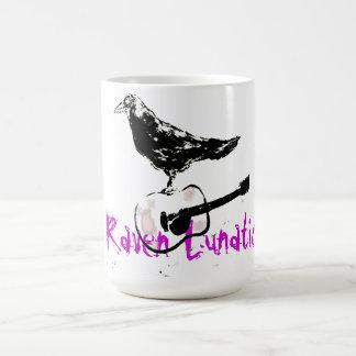 Cuervo loco taza clásica
