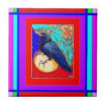 Cuervo místico en rojo y púrpura por Sharles Azulejos Ceramicos