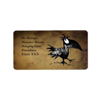 Cuervo negro divertido del dibujo animado etiqueta de dirección