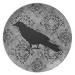 Cuervo negro gótico del cuervo de Halloween en Plato De Cena