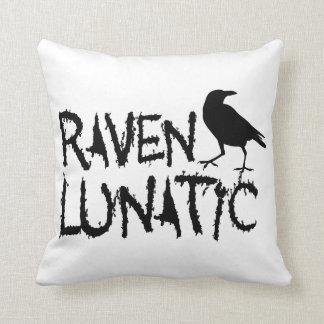 Cuervo negro loco del cuervo cojín decorativo