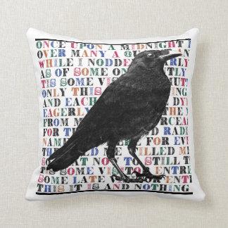 Cuervo nunca más almohada de tiro
