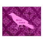 Cuervo rosado en el damasco geométrico rosado y tarjetas postales