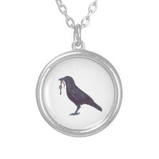 Cuervo y collar de la llave