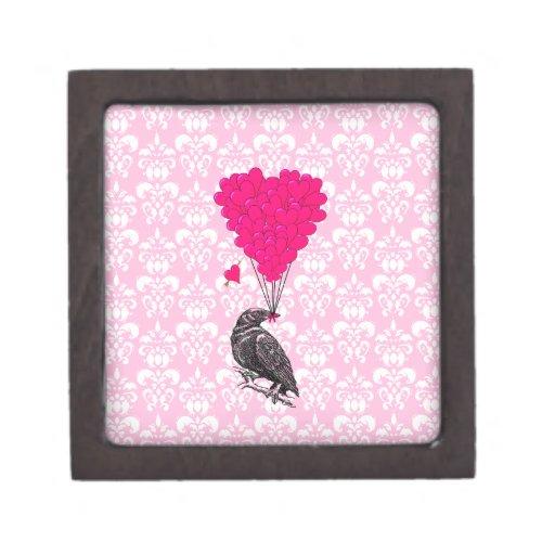 Cuervo y corazón en el damasco rosado cajas de joyas de calidad