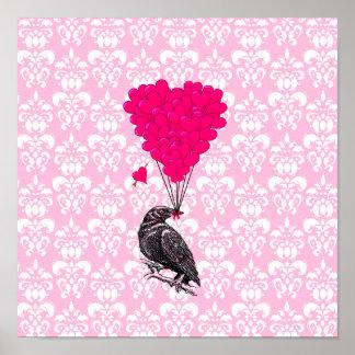 Cuervo y corazón en el damasco rosado posters