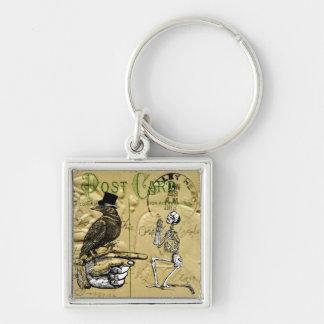 Cuervo y esqueleto llavero cuadrado plateado