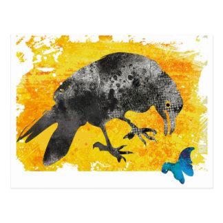 Cuervo y mariposa tarjetas postales
