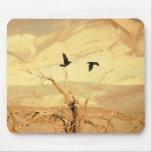 Cuervos en Death Valley Alfombrilla De Raton