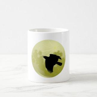Cuervos luna raven moon taza de café