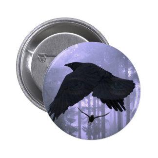 Cuervos que vuelan, bosque y ojos misteriosos pins