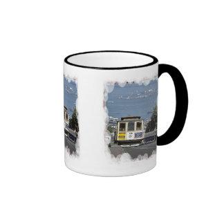 Cuesta abajo al puerto taza de café