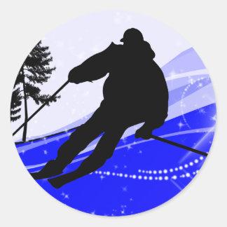 Cuesta abajo en la cuesta del esquí etiquetas redondas