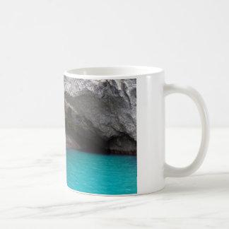 Cueva del mar de la isla de la cabra taza