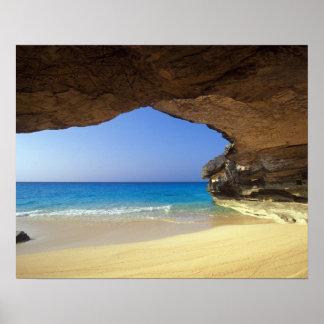 Cueva en la bahía francesa, isla de San Salvador, Póster