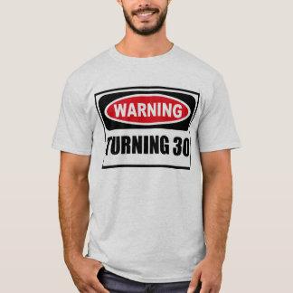 Cuidado DANDO VUELTA a la camiseta de 30 hombres