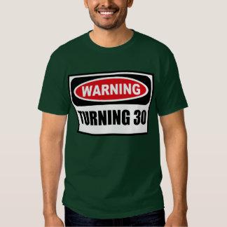 Cuidado DANDO VUELTA a la camiseta oscura de 30 Poleras