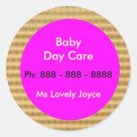 Cuidado de día del bebé - productos del apoyo a pegatina redonda