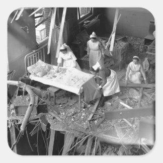 Cuidado en WWII constructivo bombardeado Pegatina Cuadrada
