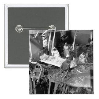Cuidado en WWII constructivo bombardeado Pin Cuadrado