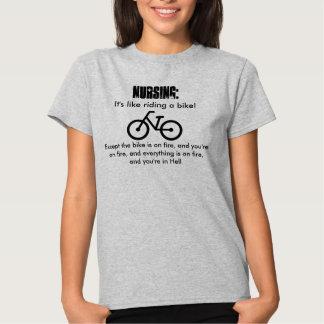 ¡Cuidado, es como montar una bici! En infierno Playera