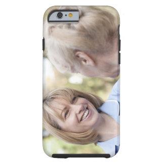 Cuide la sonrisa y hablar con una mujer mayor funda de iPhone 6 tough