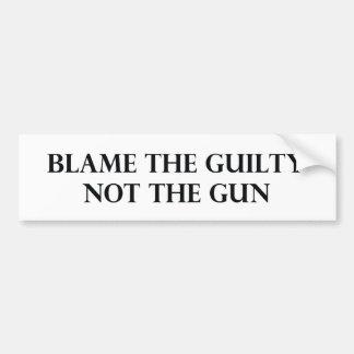 Culpe el culpable no el arma pegatina de parachoque
