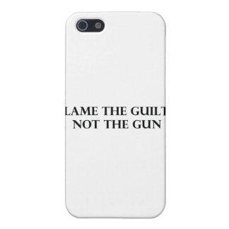 Culpe el culpable no el arma iPhone 5 protectores