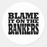 Cúlpelo en los banqueros (la crisis financiera) pegatina redonda