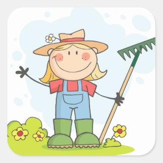 Cultivando un huerto o chica de cultivo calcomanía cuadrada