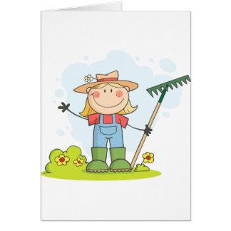 Cultivando un huerto o chica de cultivo tarjeta de felicitación