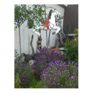 Cultive un huerto al lado de tienda general cerca  tarjeta postal