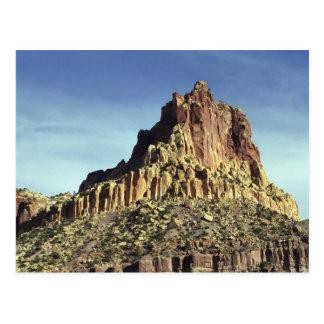 Cumbre de la montaña de la roca postal