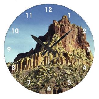 Cumbre de la montaña de la roca reloj redondo grande