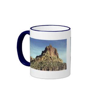 Cumbre de la montaña de la roca taza a dos colores