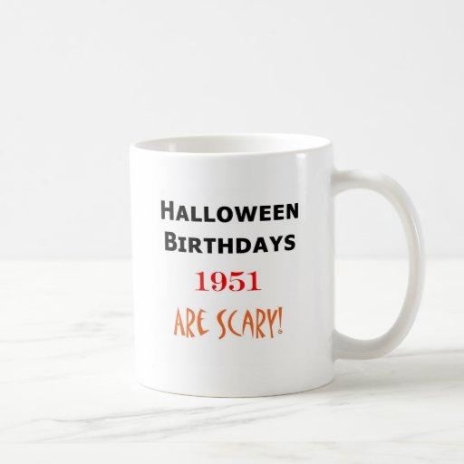 cumpleaños 1951 de Halloween Taza Básica Blanca