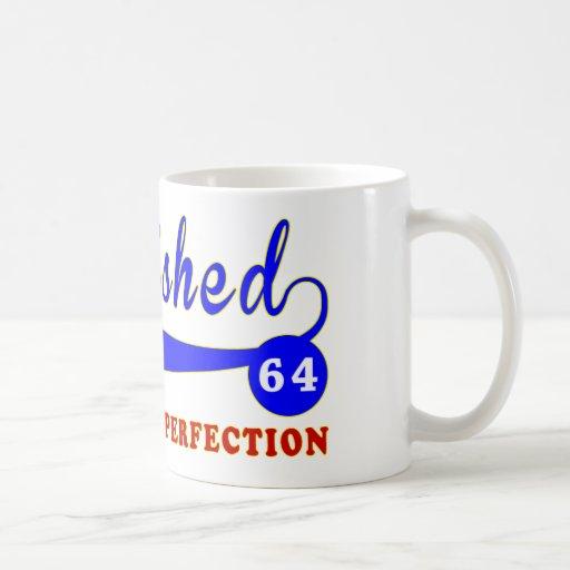 Cumpleaños 64 envejecido a la perfección taza de café