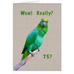 Cumpleaños, 75.o, loro verde del Macaw en un miemb Tarjeton