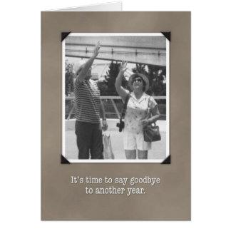 Cumpleaños adiós al año, tarjeta divertida del vin